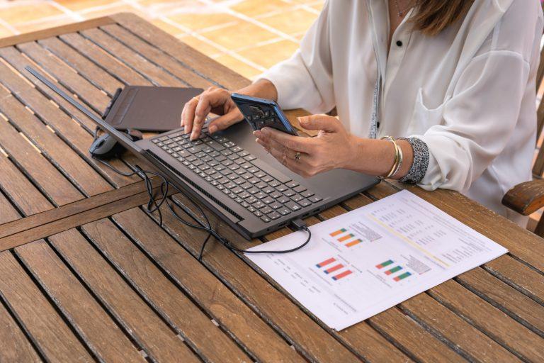 Laptop do gier Lenovo V15 G2 został zaprojektowany, by zadowolić graczy, którzy wymagają tego, co najlepsze